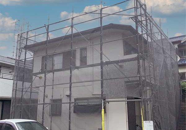 横浜市港南区洋光台にて、屋根貼替カバー工法にて工事が始まりました。